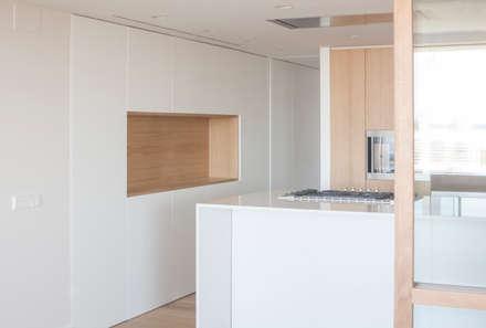 casa HC | Valencia, Spain: Cocinas integrales de estilo  de estudio calma