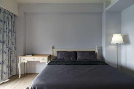 Residence   Pingtung 萬吉 孫宅:  臥室 by E&K宜客設計