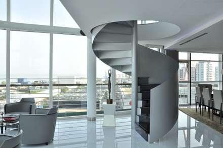 Apartamento na Torre de São Gabriel , Parque das Nações: Escadas  por Nuno Ladeiro, Arquitetura e Design