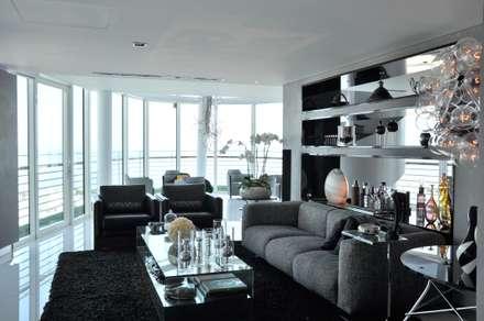 Apartamento na Torre de São Gabriel , Parque das Nações: Salas multimédia modernas por Nuno Ladeiro, Arquitetura e Design