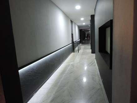 Hoteles de estilo  por COMERCIALIZADORA BIOILUMINACIÓN SA DE CV
