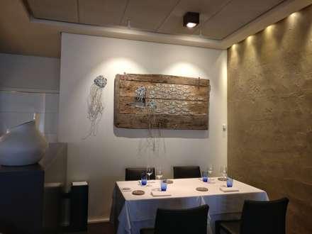 """""""Controcorrente"""" quadro a mosaico, misure:160x90cm.   - non più disponibile-: Sala da pranzo in stile in stile Mediterraneo di Rossella Casadio"""