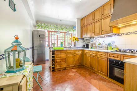 Muebles de cocinas de estilo  por EU LISBOA