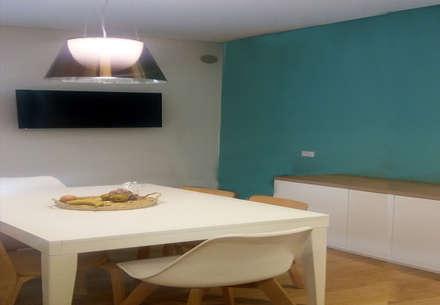 Q Apartment: Cucina in stile in stile Classico di Studio Frasson