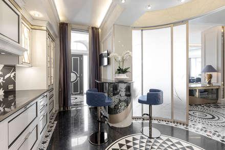 Exclusive sollutions in the interior of a villa in Monaco.: Cucina in stile in stile Classico di NG-STUDIO Interior Design