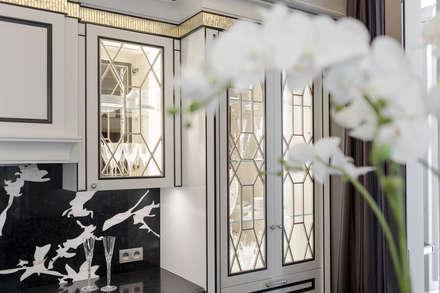 Interior design of a villa on Cote d'Azur.: Cucina in stile in stile Classico di NG-STUDIO Interior Design