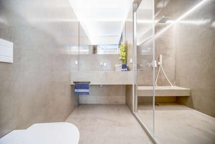 Apartamento T3 Graça - Lisboa: Casas de banho modernas por EU LISBOA