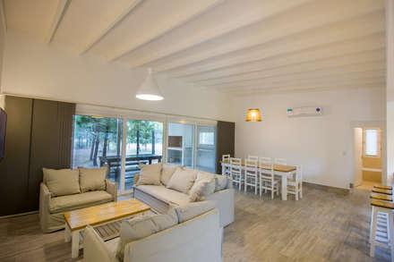 Casa modular: Livings de estilo moderno por JOM HOUSES