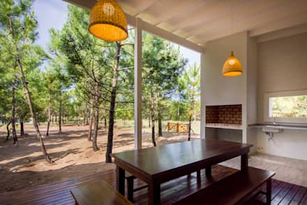 Casa modular en el barrio de Costa Esmeralda: Jardines de estilo moderno por JOM HOUSES