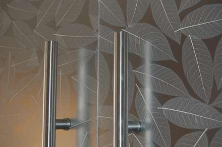 Inside doors by Dintel arquitectura y construcción