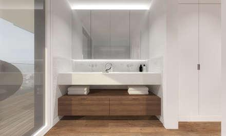 Instalação sanitária da suite principal: Casas de banho modernas por Estúdio AMATAM