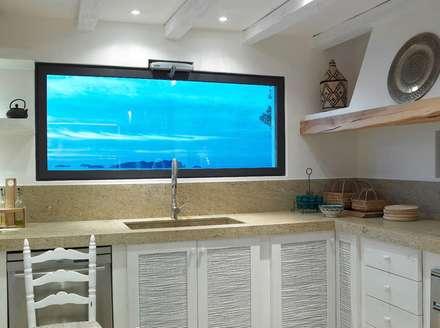 Villa - Ibiza: Cucina in stile in stile Mediterraneo di ALMA Architettura | Mario Pan | Alessandro Pezzotti
