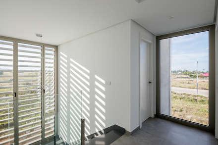 Casa Diago: Escaleras de estilo  de navarro+vicedo arquitectura