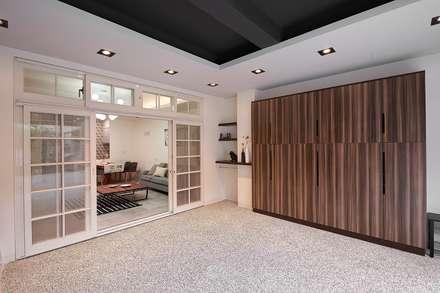 Garajes y galpones de estilo escandinavo por 層層室內裝修設計有限公司