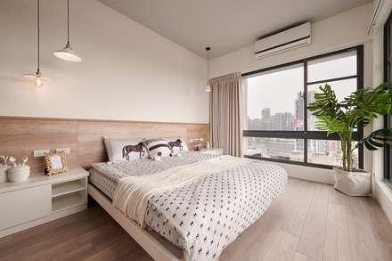 scandinavian Bedroom by 層層室內裝修設計有限公司
