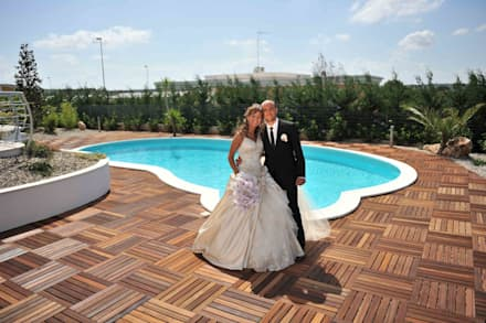 Pavimento in LEGNO IPE' composto da mattonelle - Location matrimoni: Pavimento in stile  di ONLYWOOD