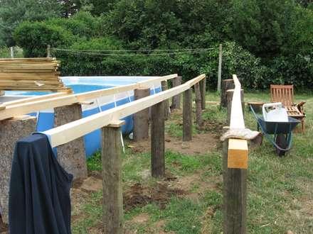 Preparazione PAVIMENTO DA ESTERNO per piscina fuori terra: Pavimento in stile  di ONLYWOOD