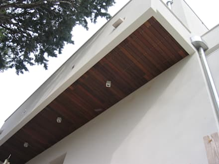 Rivestimento in legno TEAK: Pavimento in stile  di ONLYWOOD
