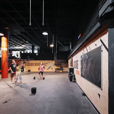 Principal área de treino : Espaços comerciais  por Estúdio AMATAM