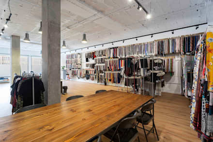 SHOWROOM TEXTIL EN A CORUÑA: Estudios y despachos de estilo industrial de DISEÑO&ARQUITECTURA