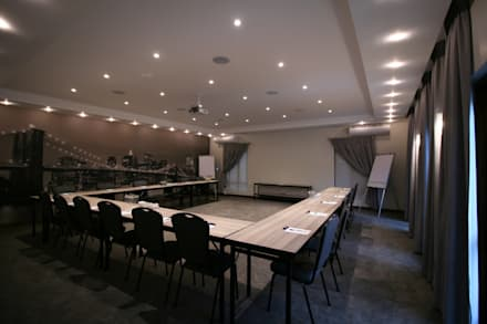 Centros de congressos  por Projector & Sound Services (PTY) Ltd
