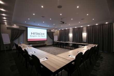 قاعة مؤتمرات تنفيذ Projector & Sound Services (PTY) Ltd