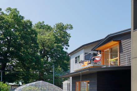 Casas unifamilares de estilo  de 有限会社建築計画