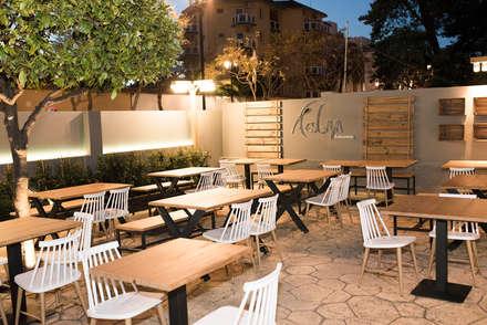 Restaurante AESGAYA: Terrazas de estilo  de Klausroom