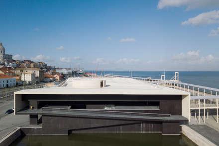 Terminal de Cruzeiros de Santa Apolónia com HI-MACS®: Pavimentos  por Banema S.A.