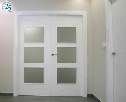 Puertas interiores de estilo  por Almacén de Carpintería Gómez