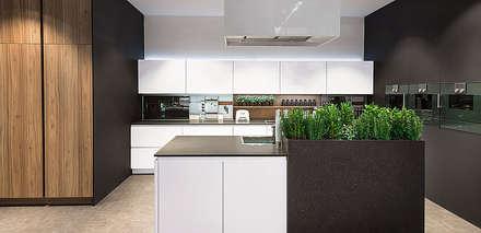 Pronorm-Proline: Cucina attrezzata in stile  di ROOM 66 KITCHEN&MORE