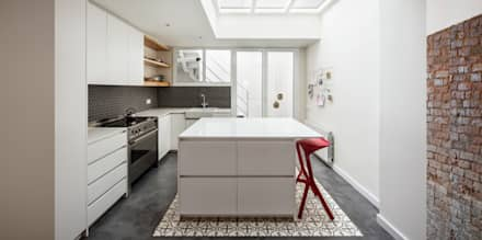 Built-in kitchens by Abrils Studio