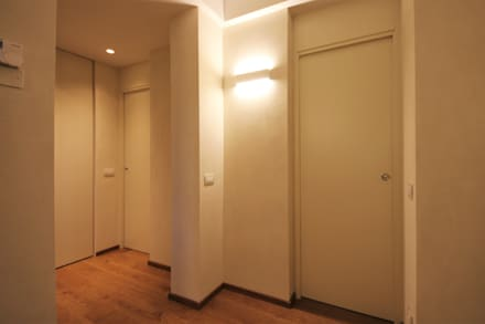 Puertas interiores de estilo  por Falegnameria Ferrari
