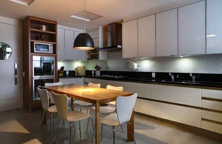 ห้องครัว by Raquel Junqueira Arquitetura