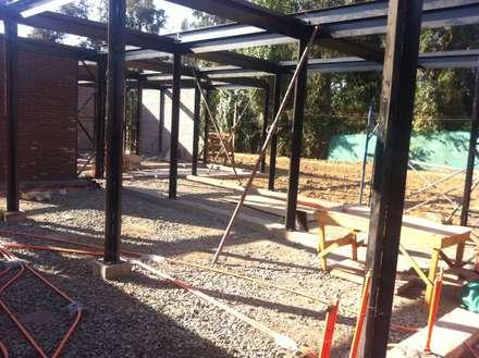 Estructura metálica: Casas de estilo industrial por MAC SPA