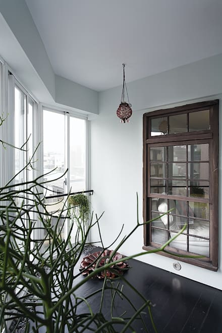 Wooden windows by 禾光室內裝修設計 ─ Her Guang Design