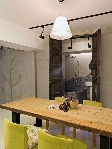 ประตูไม้ by 禾光室內裝修設計 ─ Her Guang Design