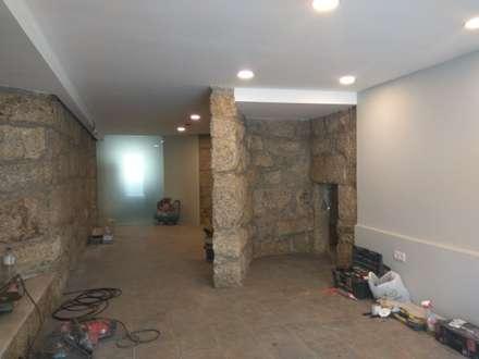 Recuperação da Cave: Hotéis  por PROJETARQ