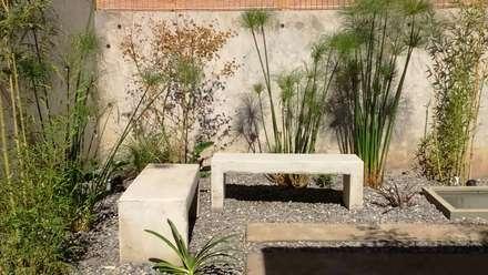 Detalles decorativos en jardín Las Condes, El Remanso : Jardines de estilo clásico por Bächler Paisajismo