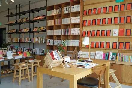 Cafe PASTEL: (주)스튜디오360플랜 의  벽
