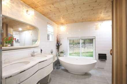 modern Bathroom by 하우스톡
