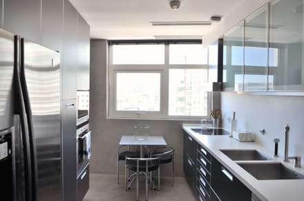 وحدات مطبخ تنفيذ Nuno Ladeiro, Arquitetura e Design