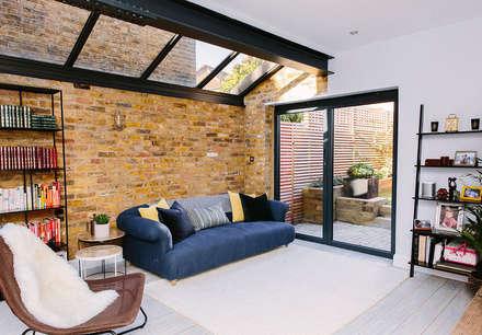 Modern Living Room: modern Living room by Resi