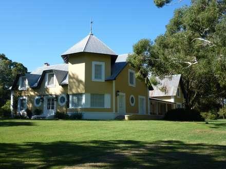 Casa de Campo clásica en Guaminí , Buenos Aires.: Casas de estilo rural por Estudio Dillon Terzaghi Arquitectura