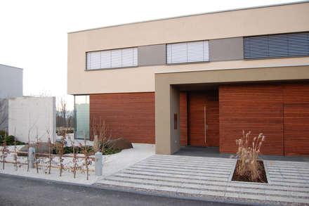 Eingang mit Rhombusschalung:  Villa von KERSCH + HANSEN ARCHITEKTEN