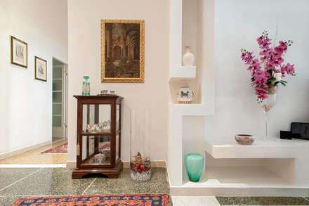 Ingresso: Ingresso & Corridoio in stile  di LB Design e Allestimenti