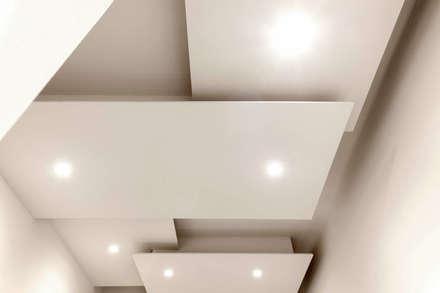 Ingresso e corridoio : Ingresso & Corridoio in stile  di LB Design e Allestimenti
