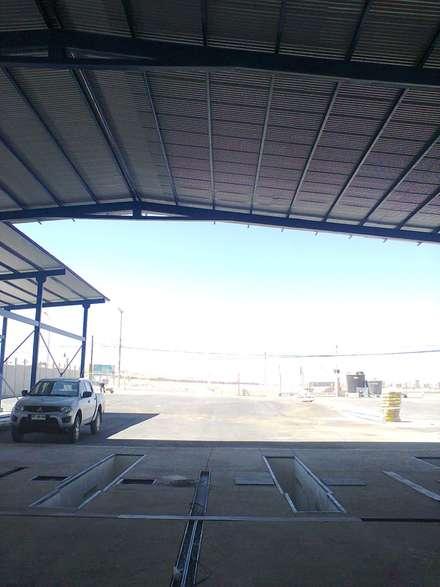 Garajes abiertos de estilo  de VASGO