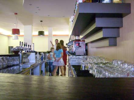 GAMES CAFE: Bar & Club in stile  di Daniele Piazzola architetto