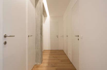 appartamento AK: Ingresso & Corridoio in stile  di studio di architettura Antonio Giummarra